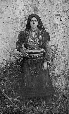 1906 Albanian woman, photographer: William Le Queux (1864-1927)
