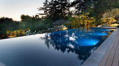 Le débordement par l'esprit piscine – 14 x 5 m. Fond plat. Trophée d'or FPP 2016 de la rénovation de piscine. Photo Philippe Nannetti