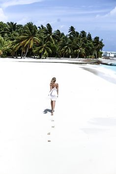 Foot print in sand, Amilla Fushi, Maldives: http://www.ohhcouture.com/2016/06/monday-update-22/ #ohhcouture #leoniehanne