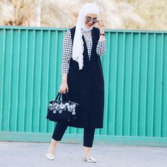 Hijab Fashion Top 60 best chic and trendy hijab models for … Hijab Fashion 2017, Modern Hijab Fashion, Muslim Fashion, Modest Fashion, Fashion Outfits, Hijab 2017, Top Fashion, High Street Fashion, Street Hijab Fashion