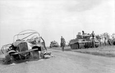 Bundesarchiv_Bild_101I-022-2935-09A, _Russland, _Panzer_VI_-Tiger_I-