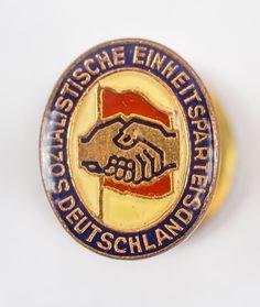 """DDR Museum - Museum: Objektdatenbank - """"SED Mitgliedsabzeichen"""" Copyright: DDR Museum, Berlin. Eine kommerzielle Nutzung des Bildes ist nicht erlaubt, but feel free to repin it!"""