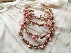 diadème fleur rose casque nuptiale accessoires par thehoneycomb