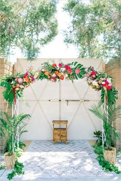 tropical-wedding-theme-arch-ceremony