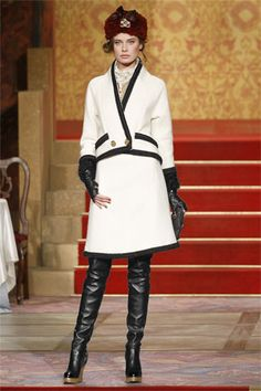 Chanel Pre-Fall 2009 Collection Slideshow on Style.com