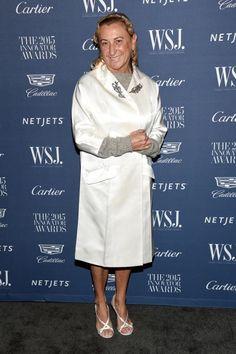 Miuccia Prada wurde vom WSJ. Magazine bei den Innovator Awards ausgezeichnet - und bewies mit einem weißen Satinmantel und Sandaletten, warum ihr Erfolgsrezept Modemut heißt.