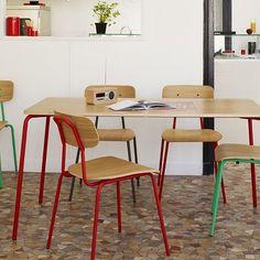 REA på Habitat. Hester matbord med plats för upp till 6 personer, finns på Habitat i Skrapan, 30% rabatt på ordinarie pris 3.990kr. 140x80x73cm. Komplettera med stolar i samma serie, finns i färgerna vit, antracit & röd, 1.390kr/st (ej rea). #habitatsverige #reapåhabitat #gallerianskrapan