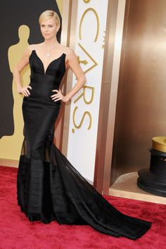 Charlize looks absolutely stunning in this beautiful gown - Oscars - 2014