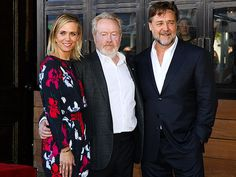 Star Tracks: Monday, November 9, 2015 | GREAT SCOTT!  | Kristen Wiig and Russell Crowe flank director Sir Ridley Scott as they celebrate his new star on the Hollywood Walk of Fame on Thursday.