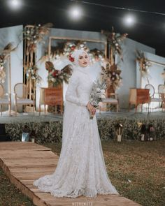 @helminursifah Muslim Wedding Gown, Hijabi Wedding, Wedding Hijab Styles, Muslimah Wedding Dress, Muslim Wedding Dresses, Disney Wedding Dresses, Muslim Brides, Wedding Attire, Dress Muslimah