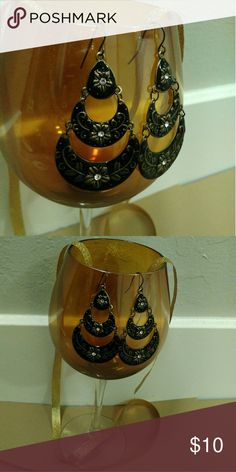 $5.00 SALE ITEM Black/Gold Floral Earrings EUC. Worn once. Accessories