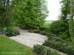 jardin de Sérigny, allée de graviers