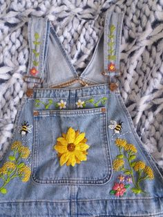 """auraleanna: """"Doing some embroidery 👌🐌🌻💕🌼🌿 🐌Do not repost🐌 """" UPDATE: I added two little bumblebees 🐝and some flowers 🌱🌻🌼🐌 :) Now I'm going to start working on the legs by drawing designs of (mainly. Embroidery On Clothes, Cute Embroidery, Embroidered Clothes, Indian Embroidery Designs, Aesthetic Fashion, Aesthetic Clothes, Custom Clothes, Diy Clothes, Diy Fashion"""