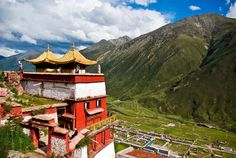 Drigung monastery or Drigung Til WoeMin JanchupLing, is also known as Drigung Til in short form. The monastery is located east of Lhasa, Tibet Tibet, College Of Charleston, Bizarre News, Weird Pictures, End Of The World, Nature Reserve, World Cultures, Southeast Asia, Funeral