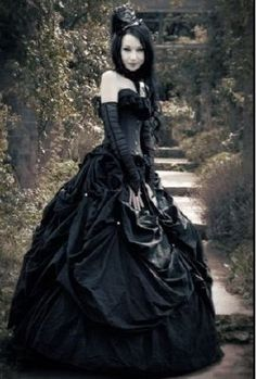 images of victorian goth women in black Gothic Victorian Dresses, Gothic Dress, Gothic Outfits, Neo Victorian, Victorian Bride, Gothic Corset, Victorian Women, Black Corset, Halloween Wedding Dresses