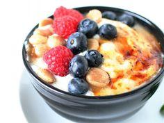 Iaurtul grecesc, ideal pentru micul dejun. 10 idei delicioase pe care le poti face in mai putin de 10 minute - foodstory.stirileprotv.ro