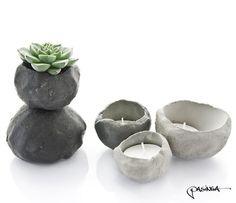 Set of 5 unique Concrete Bowls in natural and black pigmented concrete by PASiNGA