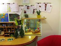 Hilltop Children's Center in Seattle, WA. Love this nature studio, the use of mirrors and how the documentation is displayed.