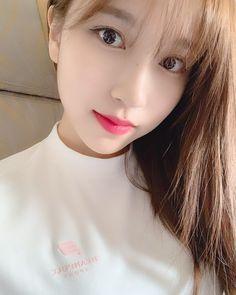 twice mina wallpaper cute hot selca Kpop Girl Groups, Korean Girl Groups, Kpop Girls, Extended Play, San Antonio, Warner Music, Sana Momo, Jihyo Twice, Myoui Mina