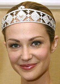 Model wearing the Doris Duke tiara when it was auctioned via Christie's