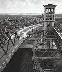 1958.Eind van Bouwfase 3. Bijna gereed, verlichting, asfalt en belijning moeten nog worden aangebracht.