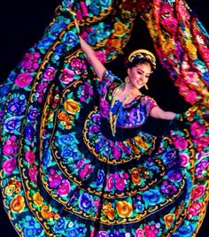 El folclore mexicano Ballet Folklorico - performed at the Palace of the Fine Arts in Mexico City. Mexican Art, Mexican Style, Ballet Folklorico, Folklorico Dresses, Ballet Dancers, Mexican Heritage, Hispanic Heritage, Beauty And Fashion, Mode Boho