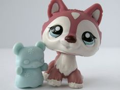 Littlest Pet Shop 1793 Polar Husky Puppy Dog Crimson Red /w Blue Eyes LPS i like this one