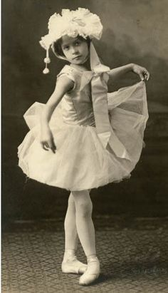 Vintage Abbildungen, Vintage Ephemera, Vintage Girls, Vintage Beauty, Vintage Postcards, Vintage Children Photos, Vintage Pictures, Old Pictures, Vintage Images