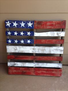American flag pallet. I might have to make one of these for my planter in the backyard.