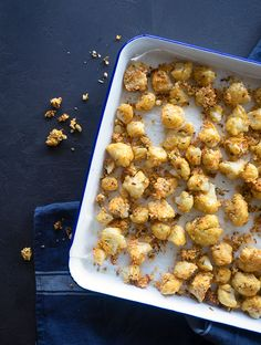 Oven baked popcorn cauliflower is a great vegetarian version to popular popcorn chicken. You will be popping these crunchy cauliflower florets into your mouth one after one. Vegetarian Side Dishes, Vegetarian Recipes Easy, Vegetable Side Dishes, Veggie Recipes, Real Food Recipes, Cooking Recipes, Healthy Recipes, Savoury Recipes, Veggie Food
