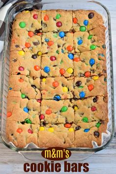 Chewy M&M's Chocolate Chip Cookie Bars are thick and delicious and perfect when you need a quick dessert. Perfect for holidays and bake sales too! Informationen zu Thick and Chewy M&M's Chocolate Chip Bake Sale Cookies, Bake Sale Treats, Bake Sale Recipes, Bar Cookies, Quick Dessert, Best Dessert Recipes, Dessert Bars, Fun Desserts, Cake Bars