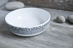 "Handpainted bowl ""somewhat angular"", black and white. €18.00, via Etsy."