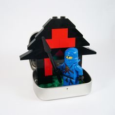 Make a DIY Mini Lego Playset out of a Mint Tin. How fun! .......pinned by www.AnaSeidel.com
