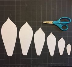 Paper succulents template with Video Instruction PDF and SVG Giant Paper Flowers, Diy Flowers, Flower Diy, Stained Glass Designs, Stained Glass Patterns, Free Paper Flower Templates, Paper Succulents, Resin Crafts, Resin Art