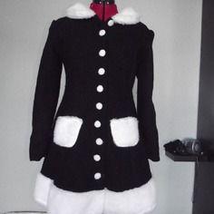 Manteau laine bouillie lolita à laçage et fourrure noir et blanc