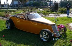 Art of the Automobile car show in Daytona Beach, 5/5/2012. Photo by Luis — The Motor Bookstore.