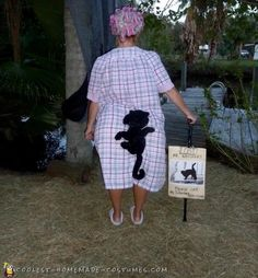 Hilarious Lost Kitty Costume Old Lady Costume, Mom Costumes, Funny Costumes, Homemade Costumes, Costume Ideas, Costume Halloween, Creative Halloween Costumes, Halloween Party, Halloween Ideas