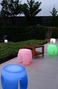 Lampada led RGB ricaricabile per esterno con comando Rock - Citylux - Illumina le tue serate estive in giardino con ROCK LED dotata di comando remoto per controllo colore e tasto on-off a basso consumo in polietilene