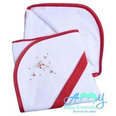 Toalha de banho com capuz delicado bordado moranguinho.  Acesse nossa loja www.amybabyenxovais.com.br Siga nosso instagram amy_baby_enxovais