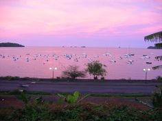 Natural image of beautiful rose-coloured sunset, turning the sea pink. Photo taken in Mamoudzou, Mayotte Island, in the Indian Ocean Comoros Islands, Places To Travel, Places To Go, France, Sunset Photography, Small Island, Archipelago, Beautiful Roses, Cool Photos