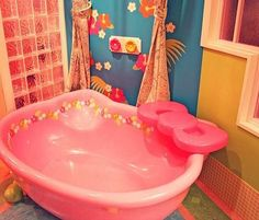 I will put this Hello Kitty bath tub in my daughters bathroom if I ever have one!!