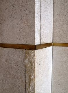 Architects Independent: Design Details No. 28 - Olivetti Store/ Gallery in Venice, Italy. Stone Tile Texture, Tiles Texture, Stone Tiles, Interior Walls, Interior Design, Stair Design, Carlo Scarpa, County Jail, John John