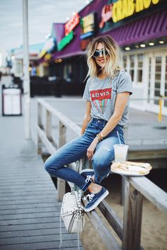 LEVIS high rise denim, graphic + sneakers <3