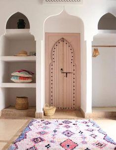 Diese best Deko-Ideen wurden in marokkanischen Riads - Elle Décoration - umgesetzt Moroccan Interiors, Wood Interiors, Interior Architecture, Interior And Exterior, Interior Design, Interior Shutters, Interior Door, Elle Decor, Morrocan Decor