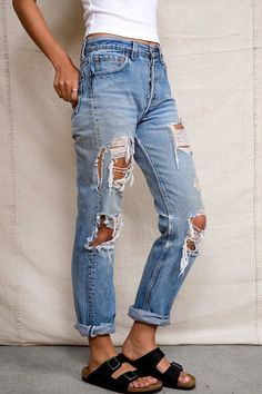 Urban Renewal Super-Destroyed Levi's Jean - Urban Outfitters---something like that. Urban Outfitters shop there. Looks Chic, Looks Style, Style Me, Mode Outfits, Casual Outfits, Fashion Outfits, Womens Fashion, Jean Outfits, Fashion Clothes