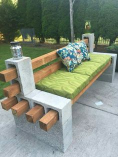 DIY - ideia de faça você mesmo. Banco com blocos de concreto e madeira.