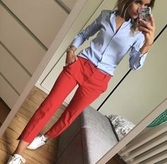 Blue shirt and red pants - fashion beauty - Business Outfits for Work Summer Work Outfits, Casual Work Outfits, Mode Outfits, Office Outfits, Work Attire, Work Casual, Spring Outfits, Casual Pants, Stylish Outfits