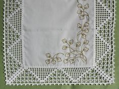 This Pin was discovered by Sûs Crochet Tablecloth, Crochet Doilies, Crochet Lace, Crochet Borders, Filet Crochet, Crochet Patterns, Baby Knitting, Diy And Crafts, Embroidery