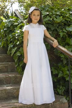 Vestido de comunión, modelo Mariela, de TPKids by Teresa Palazuelo. Fuente: http://teresapalazuelo.com/blogTPKids/tienda-nana-en-cartagena/
