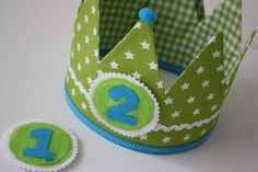 Verjaardagskroon Stoer Groen | Verjaardagskroon | Olliebollies Boy First Birthday, Boy Birthday Parties, Diy Crown, Diy Workshop, Quilt Tutorials, Sewing For Kids, First Birthdays, Machine Embroidery, Sewing Projects